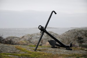 9819437-anchor-on-a-cliff