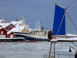 9820842-fishing-boat-in-grundsund-harbour